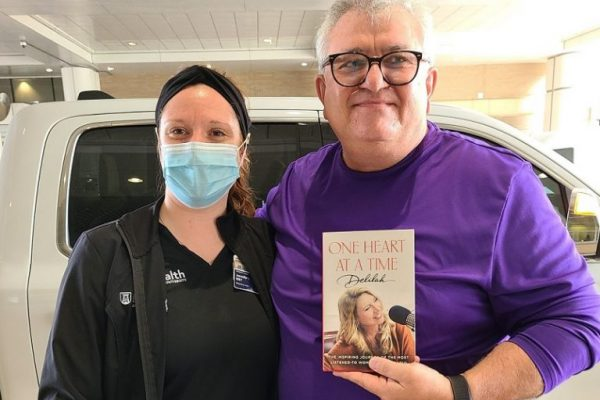 Compassionate care leads to celebrity-sized gratitude for AU Health respiratory therapist